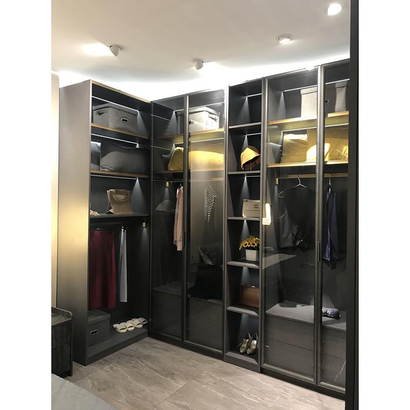 阳禾铝材:极简门铝型材逐渐取代传统面板家居市场